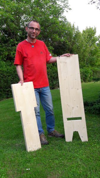 Die beiden Holzteile vor dem zusammenstecken